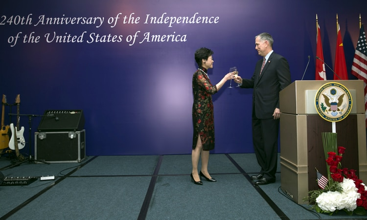 Consul General Hart exchanges toasts with Chief Secretary for Administration of the Hong Kong SAR, Mrs Carrie Lam. (State Dept.)